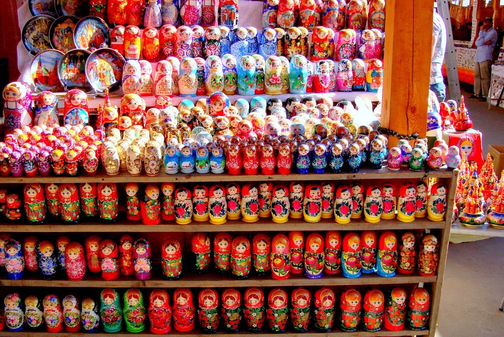 Travel Friendly. Russian souvenirs in Izmaylovo Flea Market. Matryoshka dolls