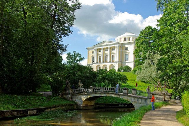 10 Must see places in Saint Petersburg. Pavlovsk.