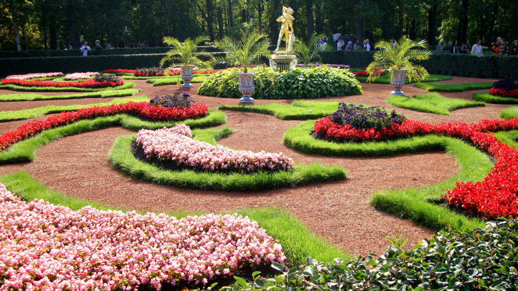 10 Must see places in Saint Petersburg. Peterhof