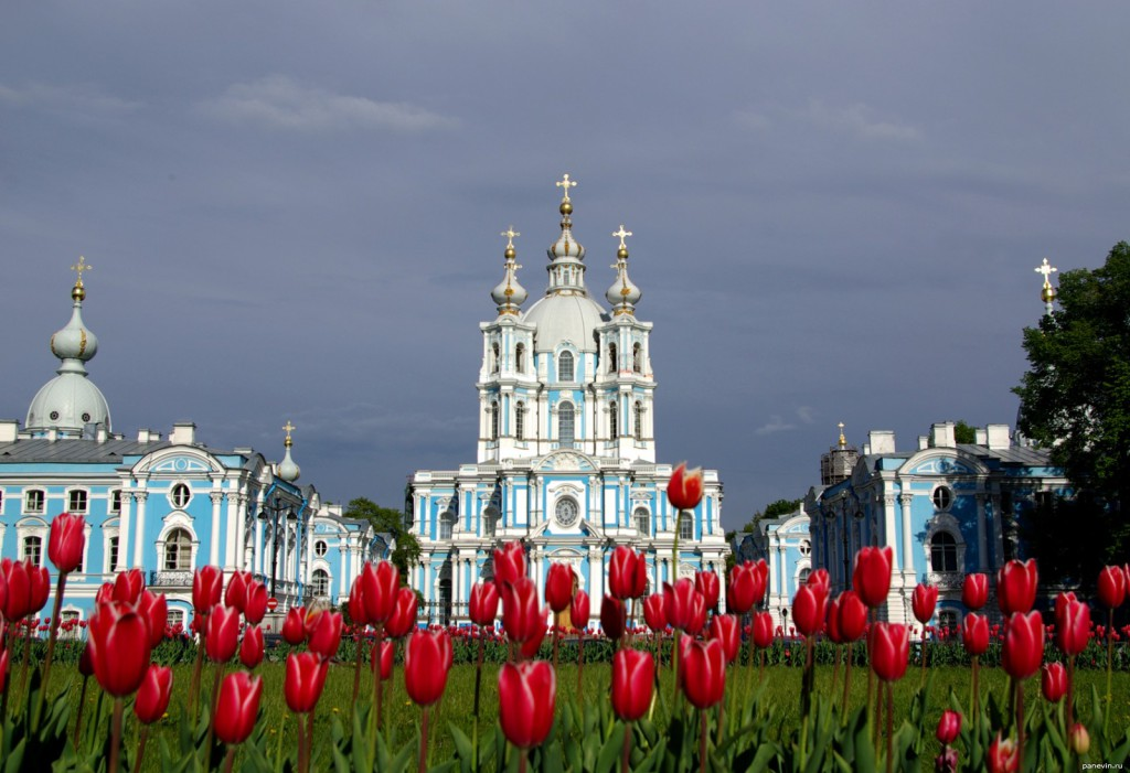 10 Must see places in Saint Petersburg. Smolny Cathedral.