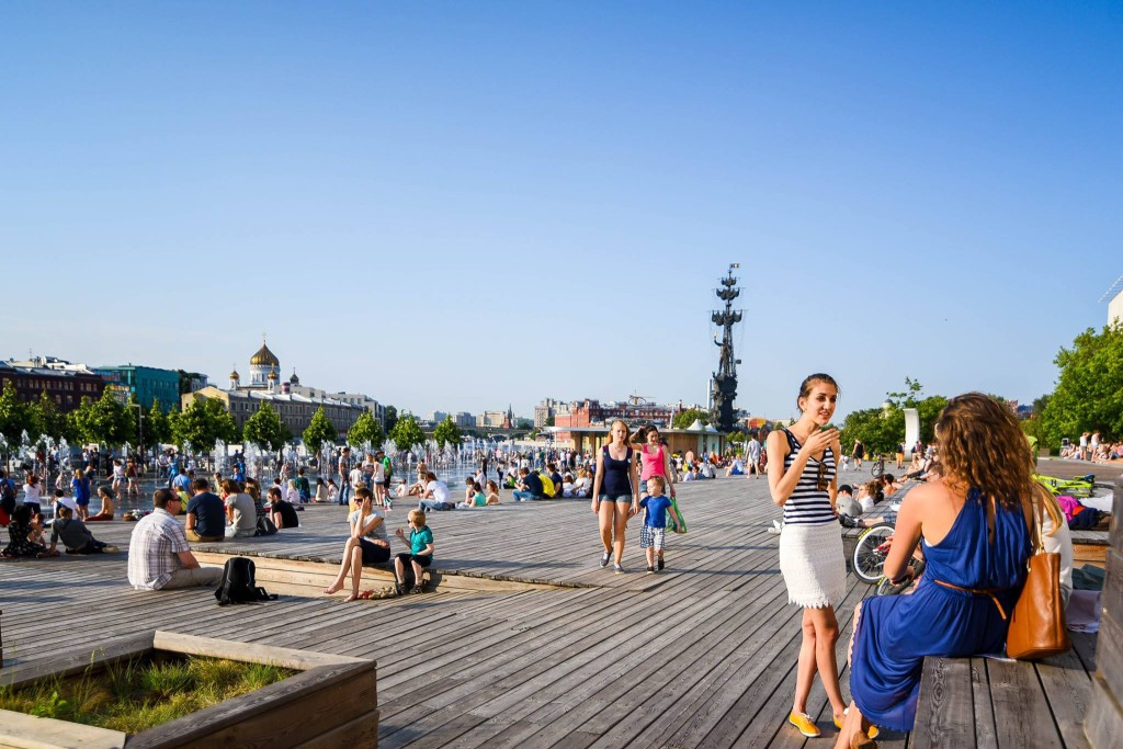 Best promenade of Moscow in Muzeon on a day tour of Moscow