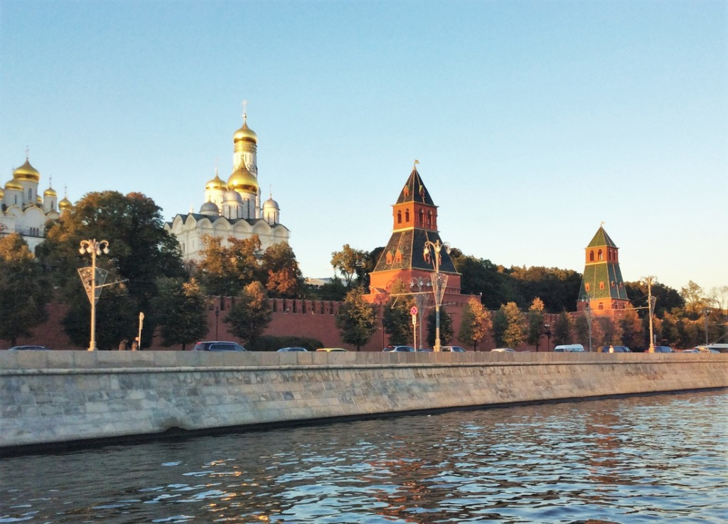 Kremlin cathedrals and Moscow river
